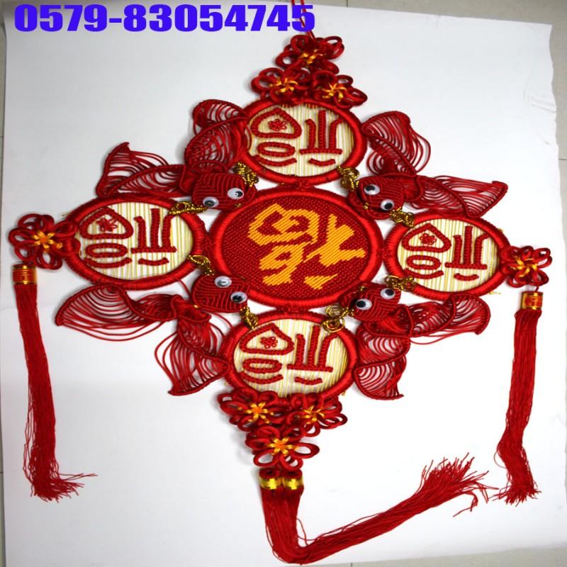 【摘要】中国结行业网(www.zgjcom.com)是一个专业的中国结,流苏,吊穗,汽车挂件,中国结配件,中国结材料的商务信息平台,致力于建立一个中国结供应商与采购商信息交换交流与信息共享利用的互动平台。它以享有驰名美誉的中国结基地浙江省义乌小商品市场为依托,面向全国。目前,中国结行业网现已成为中国结行业中全国最专业的大型中国结电子商务信息平台。请注册登录中国结行业网会员,阅读编法图解教程图片,发布最新作品,需要产品联系图片上面的厂家电话。